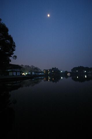 2006112701_150.jpg